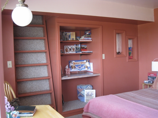 Guest library of books, games & puzzles included